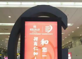 滚动灯箱案例-立式滚动灯箱广告牌商场投入使用